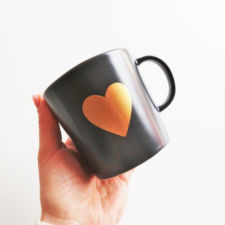 Tamsiai pilkas puodelis su širdele